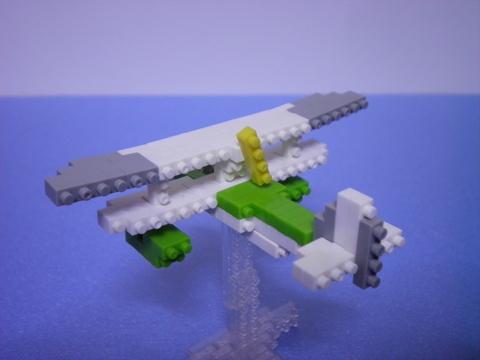 ジーナの飛行艇後面